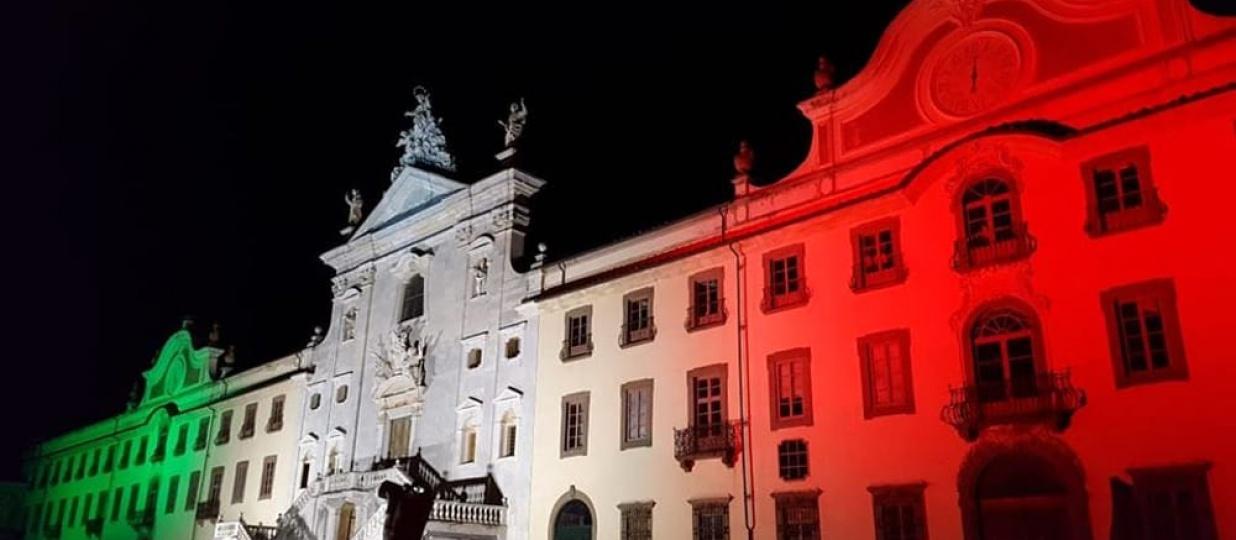 Il tricolore illumina la Certosa di Calci